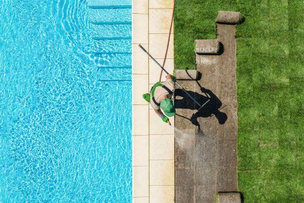 grasmatten aanleggen naast zwembad